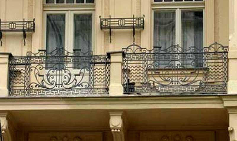 Заказать балконные ограждения и балконы кованые в екатеринбу.